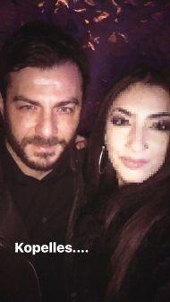 Ο Γιώργος μαζί με φαν στο Estate όπου βρέθηκε για την πρεμιέρα των Ρουβά, Στόκα και Παπαδοπούλου στις 8 Δεκεμβρίου 2017 Φωτογραφία: rafailia_ma Instagram