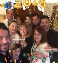 Ο Γιώργος μαζί με την οικογένειά του εύχεται Χρόνια πολλά και Καλή χρονιά από τη Σκιάθο - 1 Ιανουαρίου 2018 Φωτογραφία: official_danos_ga Instagram