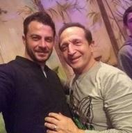 """Ο Γιώργος μαζί με τον ηθοποιό, Σπύρο Μπιμπίλα, στο θέατρο ΤΡΙΑΝΟΝ για την παράσταση """"Η νεράιδα του φεγγαριού"""" - 10 Ιανουαρίου 2018 Φωτογραφία: spyrosmpimpilas Instagram"""