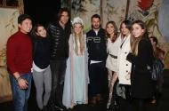 """Ο Γιώργος, ο Ορέστης, ο Γιάννης, η Ευρυδίκη, η Σόφη και οι Ελισάβετ και Ειρήνη Αϊνατζόγλου στο θέατρο ΤΡΙΑΝΟΝ όπου βρέθηκαν για να παρακολουθήσουν την πρεμιέρα της παράστασης """"Η νεράιδα του φεγγαριού"""" που πρωταγωνιστεί η Σάρα Εσκενάζυ - 10 Ιανουαρίου 2018 Φωτογραφία: TLife"""