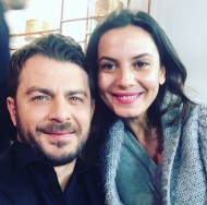 Ο Γιώργος μαζί με τη Θάλεια Γιαννακοπούλου κατά τη διάρκεια του γυρίσματος της συνέντευξης για την εκπομπή DOT. - 12 Ιανουαρίου 2018 Φωτογραφία: thalia_giann Instagram