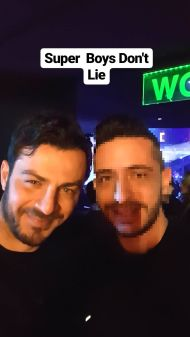 """Ο Γιώργος μαζί με φαν στο κέντρο """"Έναστρον"""" όπου διασκέδασε με το πρόγραμμα Μαζωνάκης - Πάολα - Ρόκκος - 13 Ιανουαρίου 2018 Φωτογραφία: mike_economakos Instagram"""