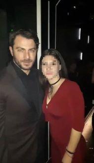 Ο Γιώργος με φαν στο Fever όπου διασκέδασε με το πρόγραμμα των Νότη Σφακιανάκη και Πέγκυ Ζήνα - 15 Δεκεμβρίου 2017 Φωτογραφία: _dimitradai Instagram