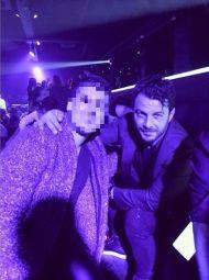 Ο Γιώργος με φαν στο Fever όπου διασκέδασε με το πρόγραμμα των Νότη Σφακιανάκη και Πέγκυ Ζήνα - 15 Δεκεμβρίου 2017 Φωτογραφία: ismakon Instagram