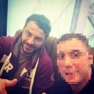 Ο Γιώργος μαζί με φαν στο Avanti Cafe-Bar στις 18 Νοεμβρίου 2017 Φωτογραφία: official_theo_st Instagram
