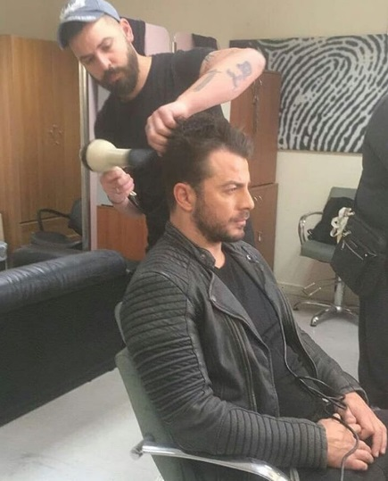 """Ο Γιώργος ενώ ετοιμάζεται για να βγει στον αέρα της εκπομπής """"Ελένη"""" του Alpha TV - 19 Ιανουαρίου 2018 Φωτογραφία: gregoreszakharias Instagram"""