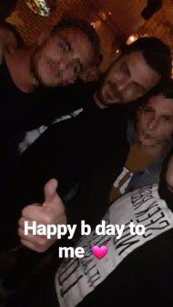 Ο Γιώργος με φανς στη Σκιάθο στις 19 Νοεμβρίου 2017 Φωτογραφία: giannis_beltsios Instagram