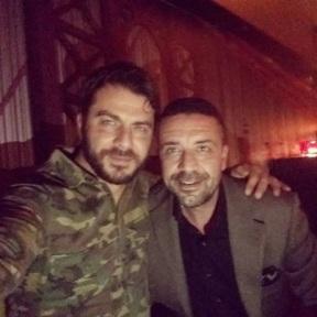 Ο Γιώργος με τον φίλο του Άκη στο Avanti Cafe-Bar στις 2 Δεκεμβρίου 2017 Φωτογραφία: akis.passaris Instagram