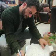 Ο Γιώργος υπογράφοντας αυτόγραφα στην Κύπρο στις 21 Δεκεμβρίου 2017 Φωτογραφία: gregoreszakharias Instagram