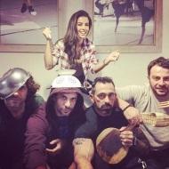 Ο Γιώργος μαζί με Γιάννη, Ειρήνη, Γιώργο και Μπο παρακολουθούν την πρεμιέρα του Survivor 2018 - 21 Ιανουαρίου 2018 Φωτογραφία: hraniotis_giorgos_official Instagram