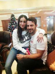 Ο Γιώργος μαζί με φαν στην Κύπρο στις 22 Δεκεμβρίου 2017 Φωτογραφία: andrea.swim Instagram