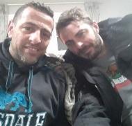 Ο Γιώργος μαζί με τον φίλο του Γρηγόρη στη Σκιάθο κατά την επίσκεψή του στο νησί στις 22 Νοεμβρίου 2017 Φωτογραφία: gregoreszakharias Instagram