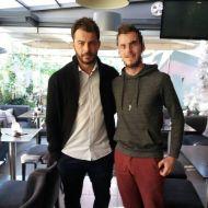 Ο Γιώργος με φαν στο Avanti Cafe-Bar στις 24 Νοεμβρίου 2017 Φωτογραφία: kwstas_tsixlas Instagram
