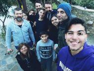 Ο Γιώργος μαζί με τον Χρανιώτη με φανς στην Σκιάθο στις 27 Δεκεμβρίου 2017 Φωτογραφία: __panos_tsorbi__ Instagram