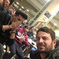 Ο Γιώργος και ο Χρανιώτης με παρέα στη Σκιάθο στις 28 Δεκεμβρίου 2017 Φωτογραφία: giorgos_aggelopoulos_friends Instagram