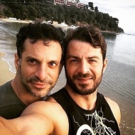 Ο Γιώργος και ο Χρανιώτης κάνοντας S.U.P. στη Σκιάθο στις 30 Δεκεμβρίου 2017 Φωτογραφία: hraniotis_giorgos_official Instagram