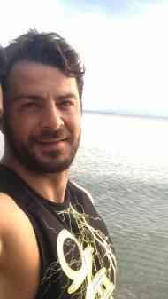 Ο Γιώργος κάνοντας S.U.P. στη Σκιάθο στις 30 Δεκεμβρίου 2017 Φωτογραφία: official_danos_ga Instagram