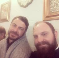 Ο Γιώργος μαζί με τον φίλο και συμμαθητή του, πάτερ Ιωσήφ, στη Σκιάθο - 31 Δεκεμβρίου 2017 Φωτογραφία: iosephkatsouras Instagram