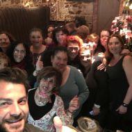 Ο Γιώργος με τα κορίτσια της AVON beauty στο Avanti Cafe-Bar - 4 Δεκεμβρίου 2017 Φωτογραφία: AVON beauty Facebook