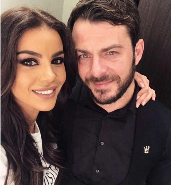 Ο Γιώργος στο καμαρίνι της Ειρήνης όπου πήγε για να την χαιρετίσει τη βραδιά της πρεμιέρας της στο Estate στις 8 Δεκεμβρίου 2017 Φωτογραφία: eirini_papadopoulou Instagram