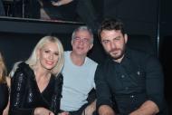 Ο Γιώργος, η Μαρία Μπακοδήμου και ο πρώην σύζυγος της Μαρίας στο Estate για την πρεμιέρα των Σάκη Ρουβά και Ειρήνης Παπαδοπούλου - 8 Δεκεμβρίου 2017 Φωτογραφία: gossip-tv