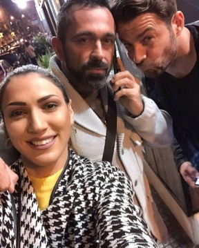 """Ο Γιώργος μαζί με τον Μπο και την Βασιλική Νταντά στο θέατρο Coronet όπου παρακολούθησαν την παράσταση """"Το πρώτο μας πάρτι"""" - 9 Ιανουαρίου 2018 Φωτογραφία: vasilikidada Instagram"""