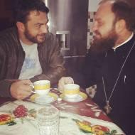 Ο Γιώργος μαζί με τον φίλο και συμμαθητή του πάτερ Ιωσήφ στη Σκιάθο, πριν αναχωρήσει για την Αθήνα - 23 Νοεμβρίου 2017 Φωτογραφία: iosephkatsouras Instagram