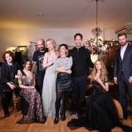 Ο Γιώργος μαζί με όσους συμμετείχαν και την ομάδα της φωτογράφισης για το επετειακό τεύχος του περιοδικό OK - 10 Νοεμβρίου 2017 Φωτογραφία: Mr.Green
