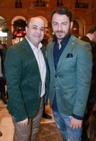 """Ο Γιώργος μαζί με τον Μάρκο Σεφερλή στην επίσημη πρεμιέρα της θεατρικής παράστασης """"Cabaret"""" στο θέατρο Παλλάς στις 12 Φεβρουαρίου 2018 Φωτογραφία: vip news"""