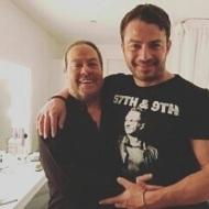 Ο Γιώργος μαζί με τον Γιάννη Πάριο στο καμαρίνι του δεύτερου στο Baraonda Music Hall - 23 Φεβρουαρίου 2018 Φωτογραφία: giorgos_aggelopoulos_friends Instagram