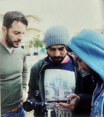 """Ο Γιώργος με τον Ανδρέα Γεωργίου κατά τη διάρκεια γυρισμάτων για τη σειρά """"Το Τατουάζ"""" Φωτογραφία: TV Έθνος"""