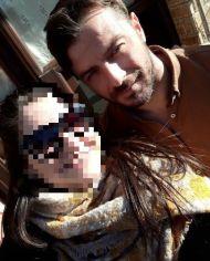 """Ο Γιώργος μαζί με φαν στην Καλαμπάκα όπου βρέθηκε για τα γυρίσματα της σειράς """"Το Τατουάζ"""" - 5 Φεβρουαρίου 2018 Φωτογραφία: maraya_vav Instagram"""