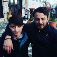 """Ο Γιώργος με φαν στην Καλαμπάκα όπου βρέθηκε για τα γυρίσματα του """"Τατουάζ"""" στις 5 Φεβρουαρίου 2018 Φωτογραφία: maria_stalia Instagram"""