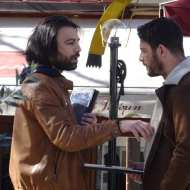 """Ο Γιώργος μαζί με τον Ανδρέα κατά τη διάρκεια των γυρισμάτων του """"Τατουάζ"""" στην Καλαμπάκα στις 5 Φεβρουαρίου 2018 Φωτογραφία: trikalaview.gr"""