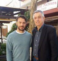 """Ο Γιώργος μαζί με τον αντιδήμαρχο τουρισμού της Καλαμπάκας, Κωνσταντίνο Ράντο στην Καλαμπάκα, όπου βρέθηκα για τα γυρίσματα της σειράς """"Το Τατουάζ"""" - 5 Φεβρουαρίου 2018 Φωτογραφία: trikalavoice.gr"""
