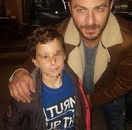 """Ο Γιώργος με φαν στην Καλαμπάκα όπου βρέθηκε για τα γυρίσματα του """"Τατουάζ"""" - 5 Φεβρουαρίου 2018 Φωτογραφία: zikos_kostas Instagram"""