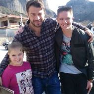 """Ο Γιώργος μαζί με φανς στην Καλαμπάκα όπου βρέθηκε για γυρίσματα της σειράς """"Τατουάζ"""" - 6 Φεβρουαρίου 2018 Φωτογραφία: fletsios_jr Instagram"""