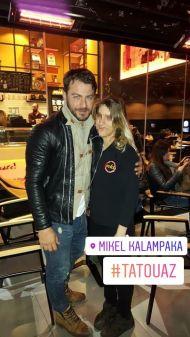 """Ο Γιώργος με φαν στην Καλαμπάκα όπου βρέθηκε για τα γυρίσματα του """"Τατουάζ"""" στις 6 Φεβρουαρίου 2018 Φωτογραφία: mikel.kalampakas Instagram"""