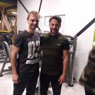 """Ο Γιώργος με φαν στην Καλαμπάκα όπου και βρέθηκε για τα γυρίσματα της σειράς """"Το Τατουάζ"""" - 6 Φεβρουαρίου 2018 Φωτογραφία: Panos Kandilis Facebook"""