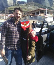 """Ο Γιώργος με φαν στην Καλαμπάκα όπου και βρέθηκε για τα γυρίσματα της σειράς """"Το Τατουάζ"""" - 6 Φεβρουαρίου 2018 Φωτογραφία: stell_apostolou Instagram"""