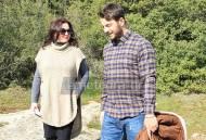 """Ο Γιώργος και η Κατερίνα κατά τη διάρκεια γυρισμάτων για τη σειρά """"Το Τατουάζ"""" στην Καλαμπάκα στις 6 Φεβρουαρίου 2018 Φωτογραφία: tameteora.gr"""