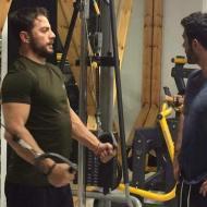 """Ο Γιώργος και ο Λάζαρος κατά τη διάρκεια γυρισμάτων του """"Τατουάζ"""" στην Καλαμπάκα - 6 Φεβρουαρίου 2018 Φωτογραφία: tatouazfans Facebook"""