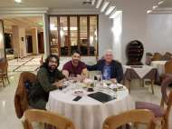 Ο Γιώργος και ο Ανδρέας μαζί με τον δημοτικό σύμβουλο Καλαμπάκας αλλά και ιδιοκτήτη του Grand Hotel Meteora, Γιάννη Παπαπούλιο - 7 Φεβρουαρίου 2018 Φωτογραφία: trikalavoice.gr