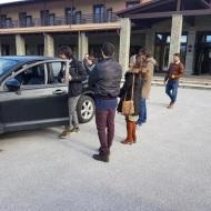 """Ο Γιώργος μαζί με το συνεργείο του """"Τατουάζ"""" στην Καλαμπάκα όπου βρέθηκαν στην Καλαμπάκα για γυρίσματα - 7 Φεβρουαρίου 2018 Φωτογραφία: trikalavoice.gr"""