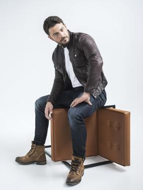"""Ο Γιώργος ως Στέφανος Λαμπίρης για τη σειρά """"Το Τατουάζ"""" Φωτογραφία: Γιώργος Καπλανίδης"""