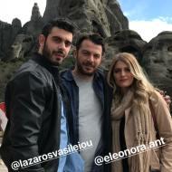 """Ο Γιώργος, ο Λάζαρος και η Ελεονώρα στην Καλαμπάκα όπου βρίσκονταν για τα γυρίσματα της σειράς """"Το Τατουάζ"""" - 13 Μαρτίου 2018 Φωτογραφία: official_danos_ga Instagram"""