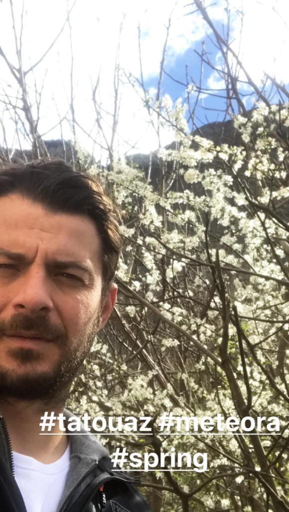 """Ο Γιώργος στην Καλαμπάκα όπου βρισκόταν για τα γυρίσματα της σειράς """"Το Τατουάζ"""" - 13 Μαρτίου 2018 Φωτογραφία: official_danos_ga Instagram"""