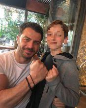 Ο Γιώργος με φαν στο The Abbot στο Χαλάνδρι στις 18 Μαρτίου 2018 Φωτογραφία: manosgalanos1977 Instagram