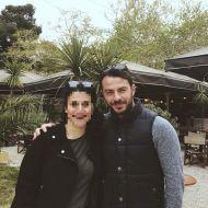 """Ο Γιώργος μαζί με φαν στο Άλσος Κηφισιάς όπου βρέθηκε για τα γυρίσματα του """"Τατουάζ"""" στις 27 Μαρτίου 2018 Φωτογραφία: myradrak Instagram"""