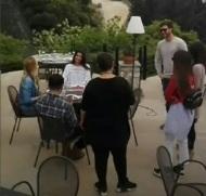 """Ο Γιώργος και η ομάδα του """"Τατουάζ"""" κατά τη διάρκεια γυρισμάτων στην Καλαμπάκα - 16 Απριλίου 2018 Φωτογραφία: maria23di Instagram"""